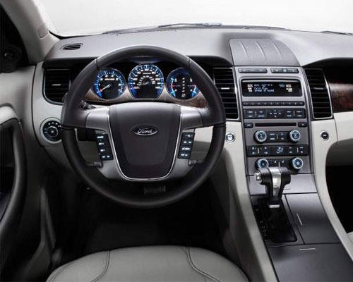 2018-Ford-Taurus-interior