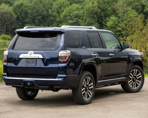 2018-Toyota-4Runner-back