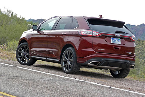 2018-Ford-Edge-back