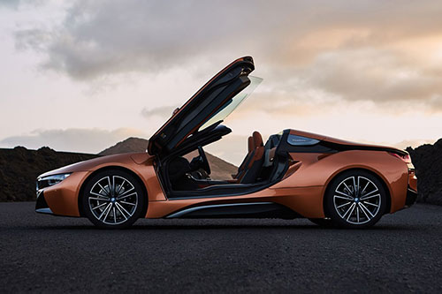 2018-BMW-i8-Roadster-side